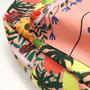 Mochila flores e frutas detalhe 1x1